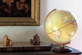 Globe terrestre moderne à l'antique